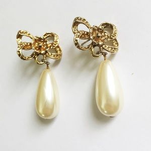 Vintage gold floral and oval pearl drop earrings